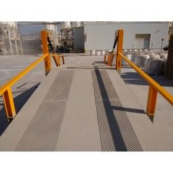 Mobile Loading Ramp with Non-Slip Gangway